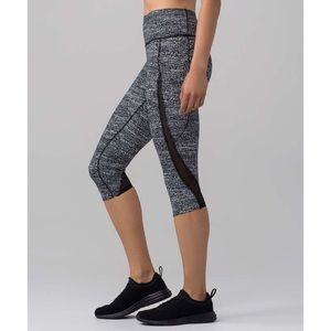 Lululemon. Pace Perfect Crop. Air Time White Black